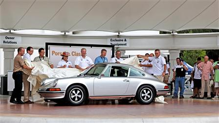 Handover to the winner, Porsche Parade 2011