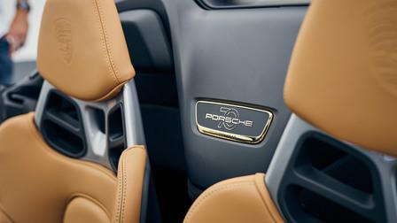 Gilded emblem in the 911 Speedster
